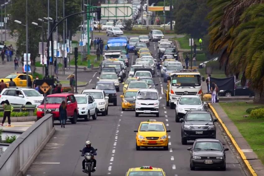 Traslado terrestre colombia, transporte segur colombia, ruta segura colombia, viaje seguro, tiquete terrestre, transporte por carretera colombia, Diferencias entre el transporte privado y el público